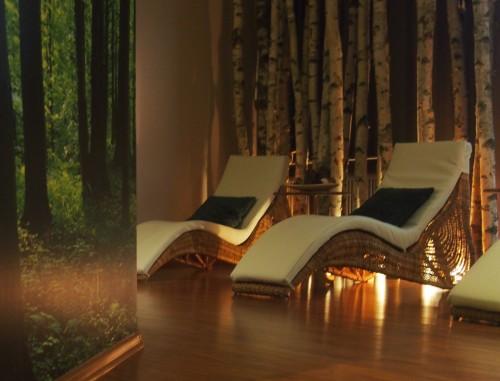 WYjątkowe miejsce - tu spędzisz wSPAniały czas przed lub po zabiiegu Tutaj oczekujesz na masaż lub zabieg kosmetyczny popijając aromatyczną herbatę z samowara. W tym pomieszczeniu możecie cieszyć się swoim towarzystwem podczas babskich wieczorów.